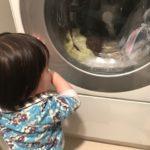 紙おむつを洗濯してしまったドラム式洗濯機や服の対処方法は?