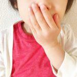 子供が車で嘔吐した時の応急処置や掃除、臭い消しの方法は?